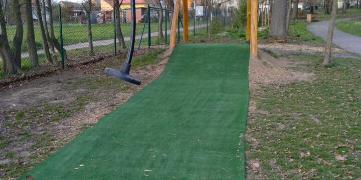 Dětské hřiště má lanovku